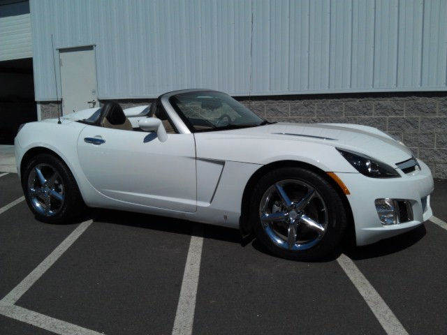 Polar White 2008 Saturn Sky Redline