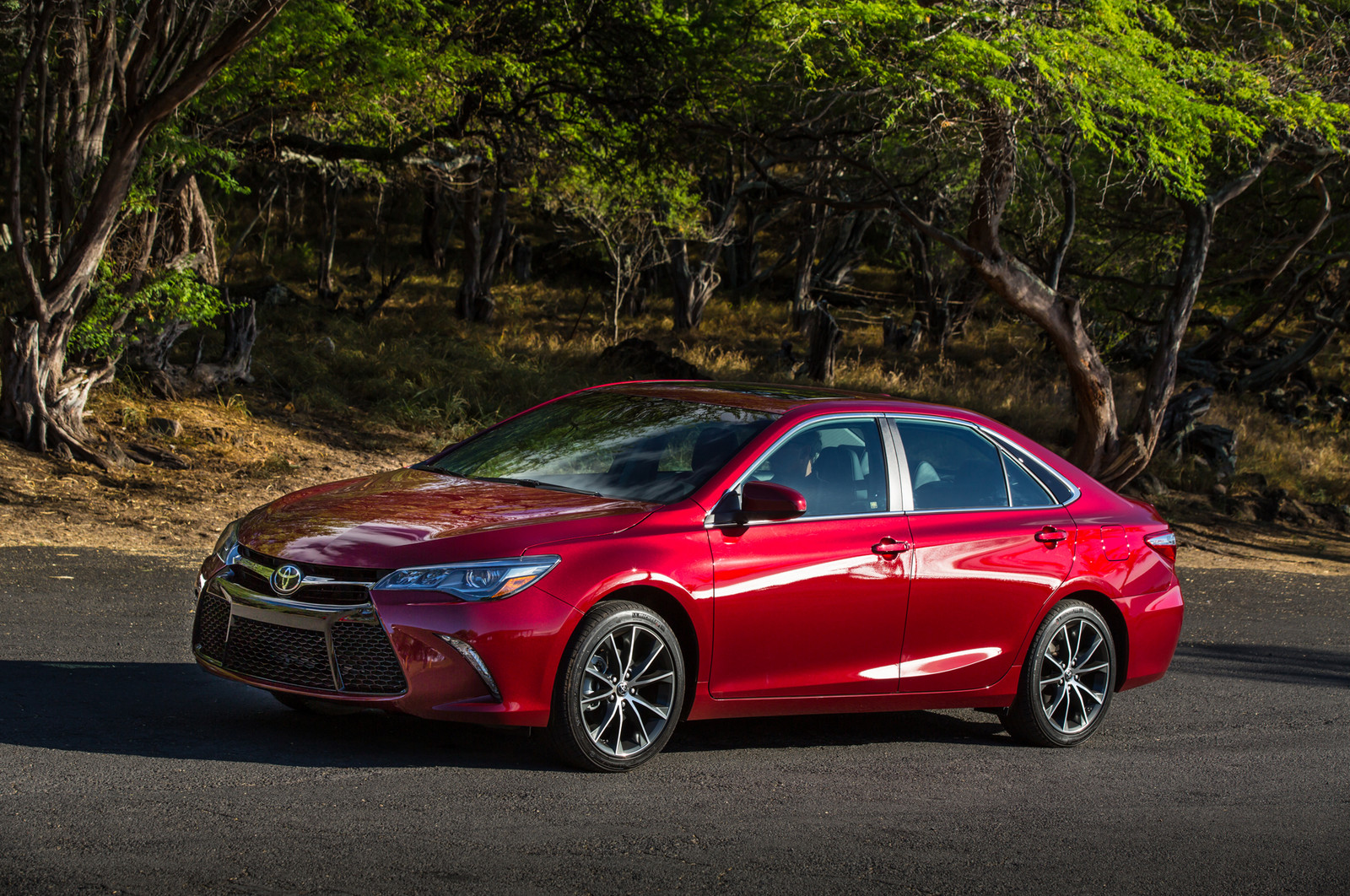 RED 2015 Toyota Camry XSE V-6