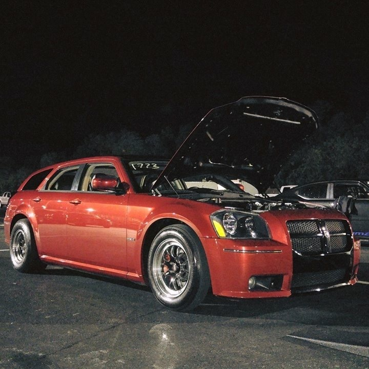 Red 2006 Dodge Magnum SRT
