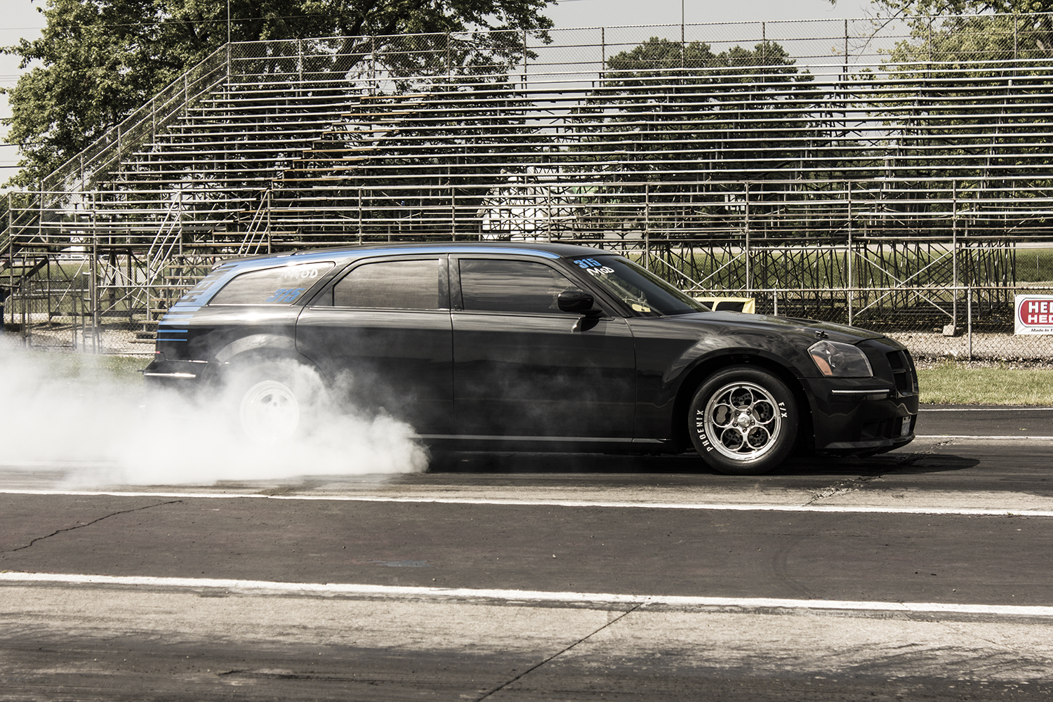 Black 2006 Dodge Magnum SRT8