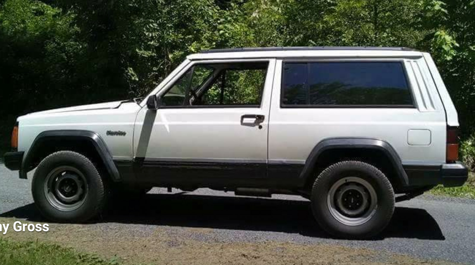 White 1994 Jeep Cherokee Inline 6